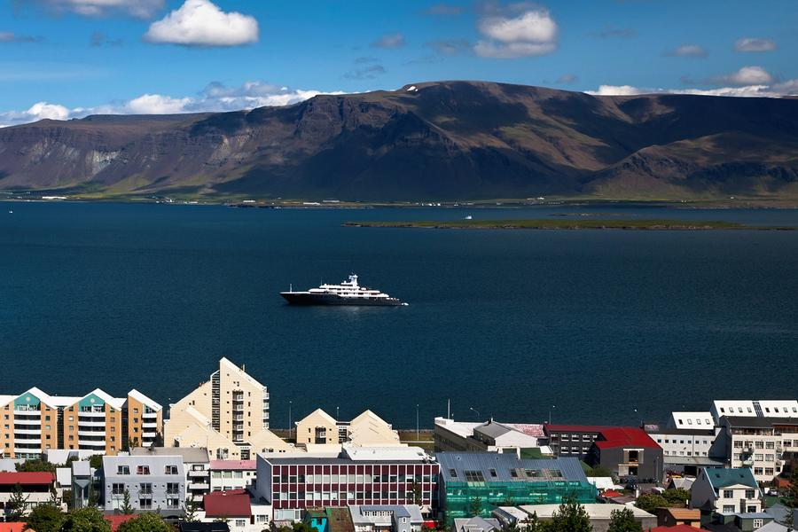 Brimming with fashionista charm, Reykjavik is dotted with boutiques, cafés and colourful two-tone houses.