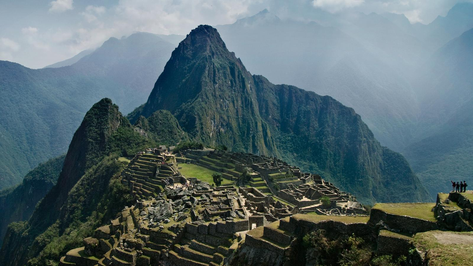"lost civilizations the inca of peru Amidst the sands of the northern coast lies chan chan, the largest adobe settlement on earth—peru's ""other lost city"" in cuzco, an ancient inca temple was once considered the center of the universe."