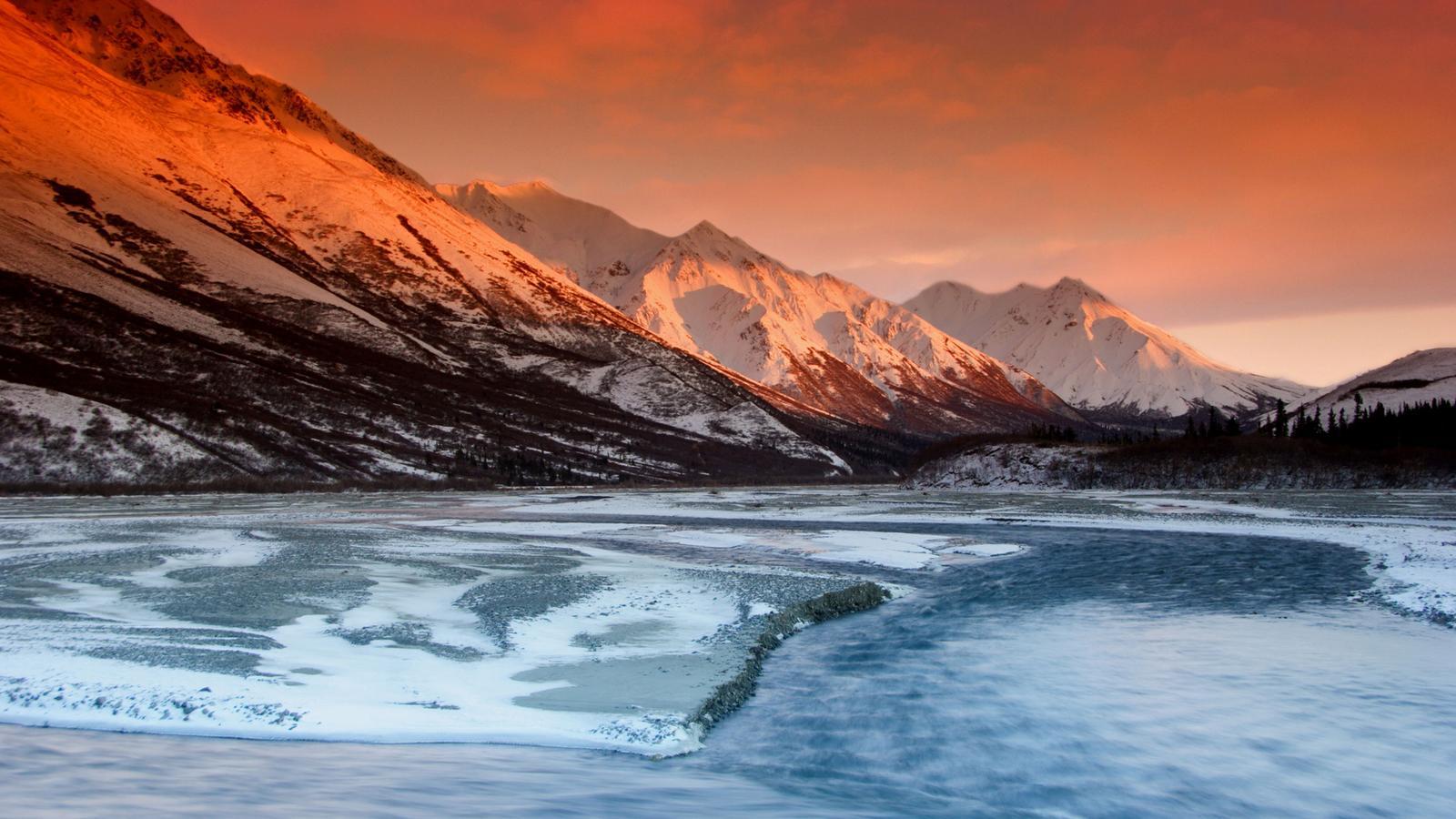Alaskan sunset on the mountain range