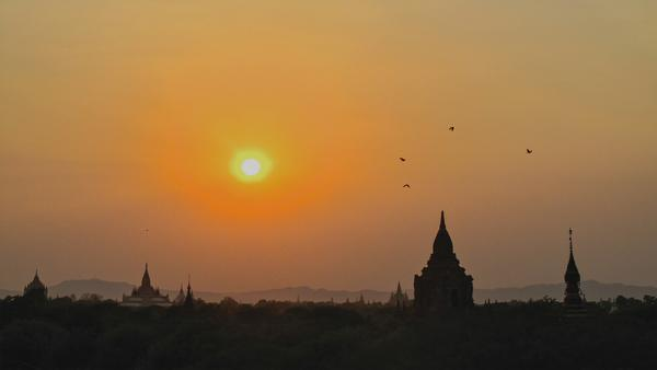 Watch the sun rise over Bagan's stunning Buddhist monuments and bucolic countryside.