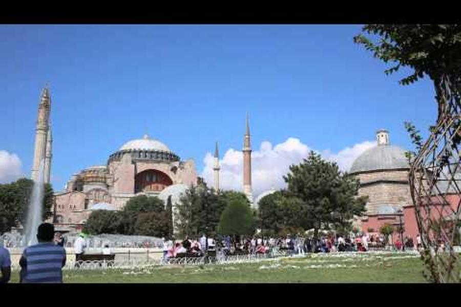 This week's time-lapse takes us to Istanbul. Grab a patch of grass and watch the throngs outside the Süleymaniye Mosque.