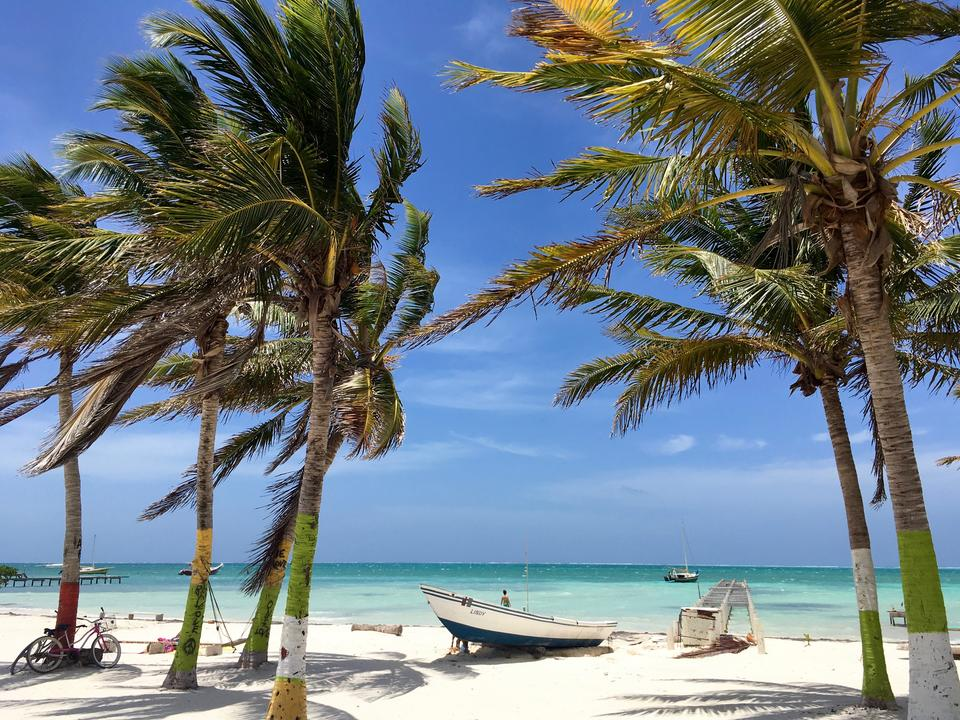 When to book a hotel in Caye Caulker