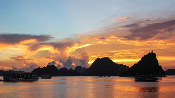 The week on 7 Seconds we take on magic hour in Vietnam to watch a fisherman try to get one last catch of the day