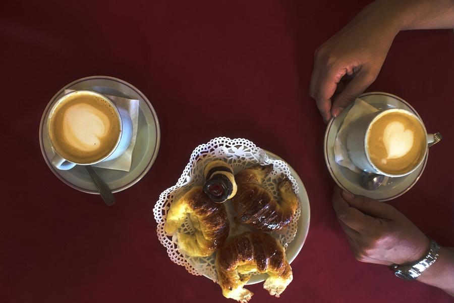 Would you prefer a cortado or a café con crema?