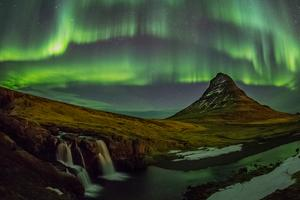 G Adventures' own Stu Darnley shares his top tips for taking pics of the Aurora Borealis
