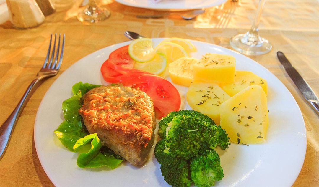 Meal aboard the Estrella