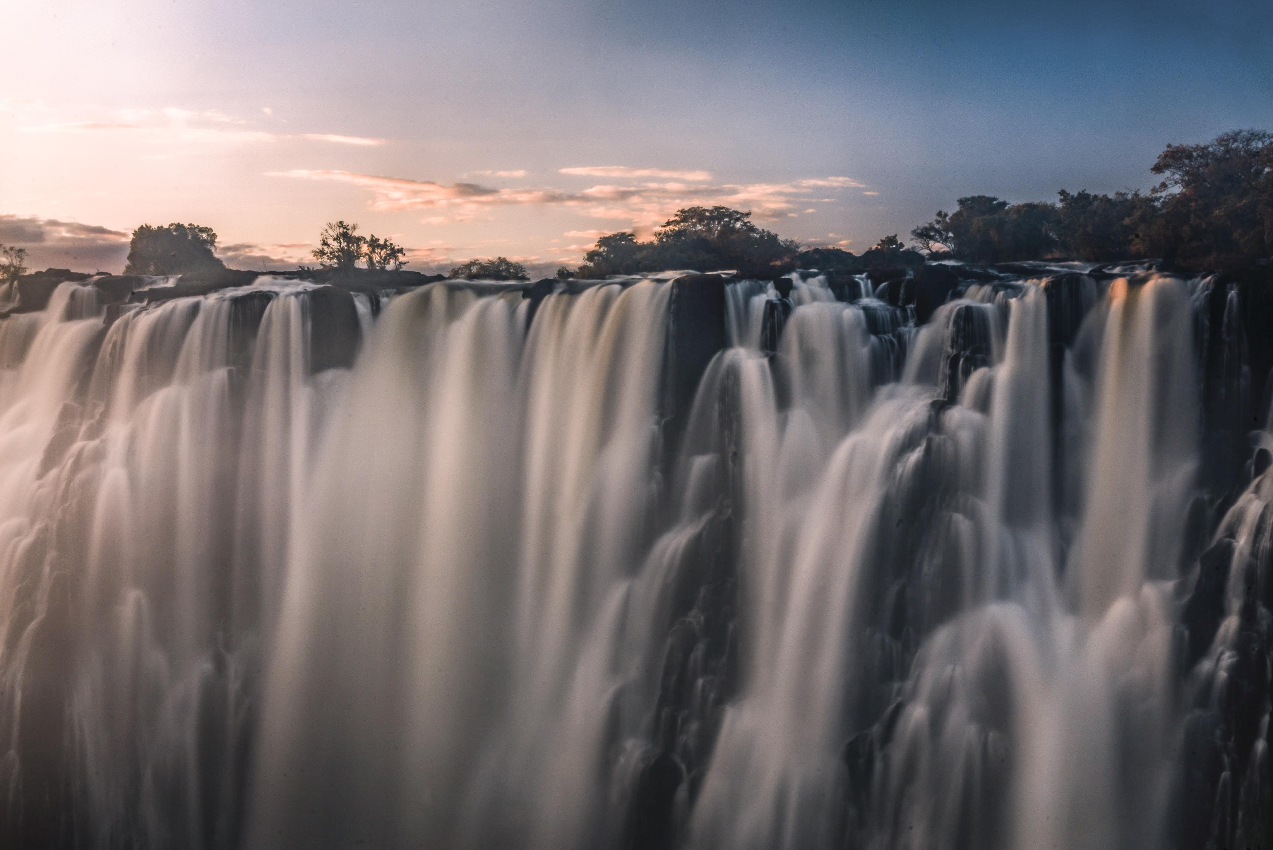 Entdecke Deltas & Wasserfälle