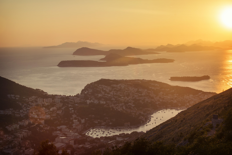 Von Dubrovnik nach Athen – Adria & Altstädte