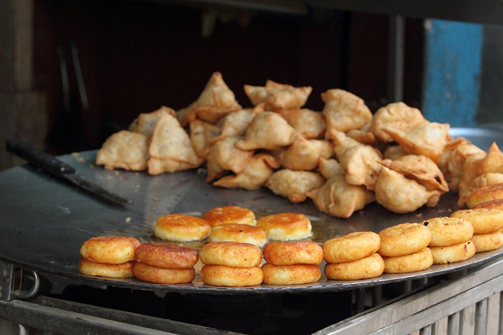 Try hedhikaa, tasty savoury or sweet tapas. Photo courtesy Hecke01, Dreamstime.