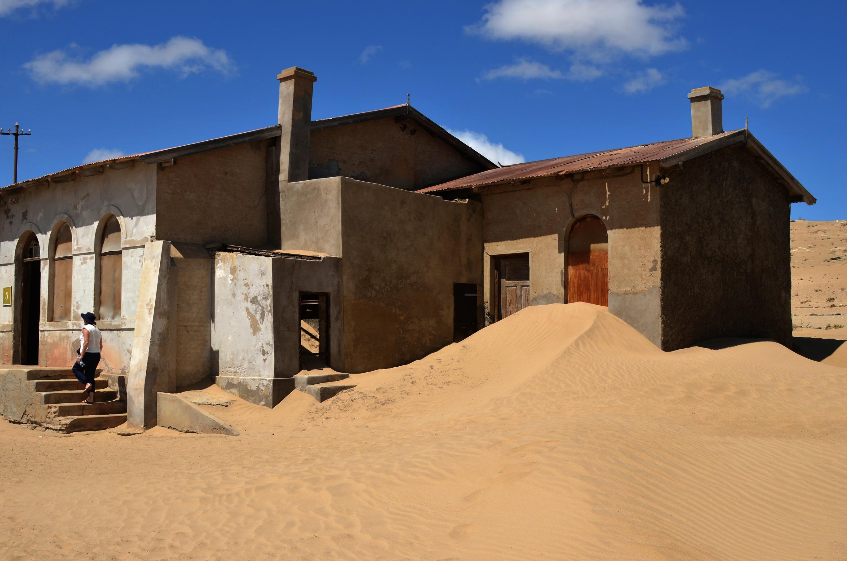 The rich story of Kolmanskop, the Namib Desert's ghost ...