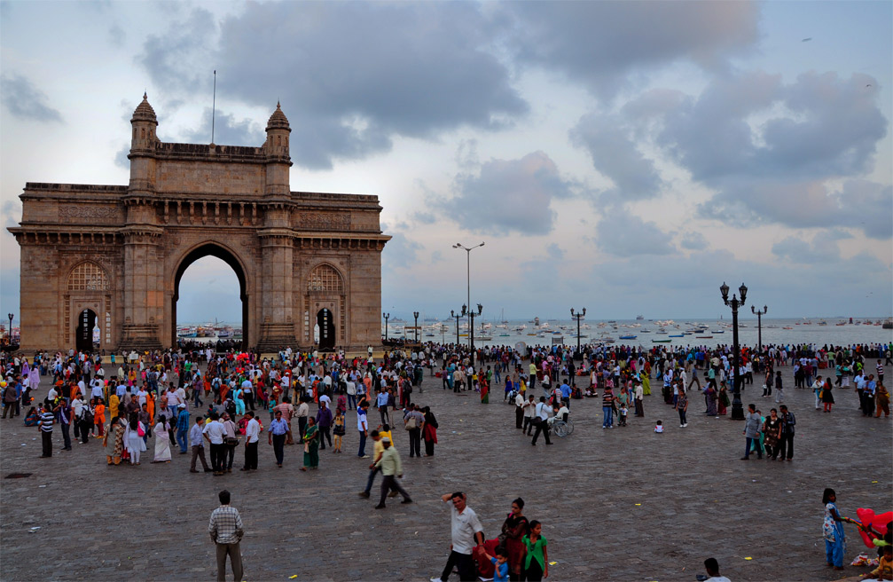 Families gather at dusk at the Gateway of India. Photo courtesy I for Detail.