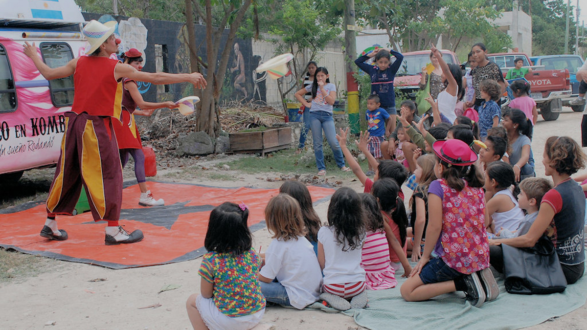 El Hongo is a volunteer-run restaurant created as a means to earn income to support a community art program in Playa del Carmen.