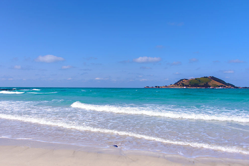Hit the beaches in Jeju for a breath of fresh air. Photo courtesy Jisung K.