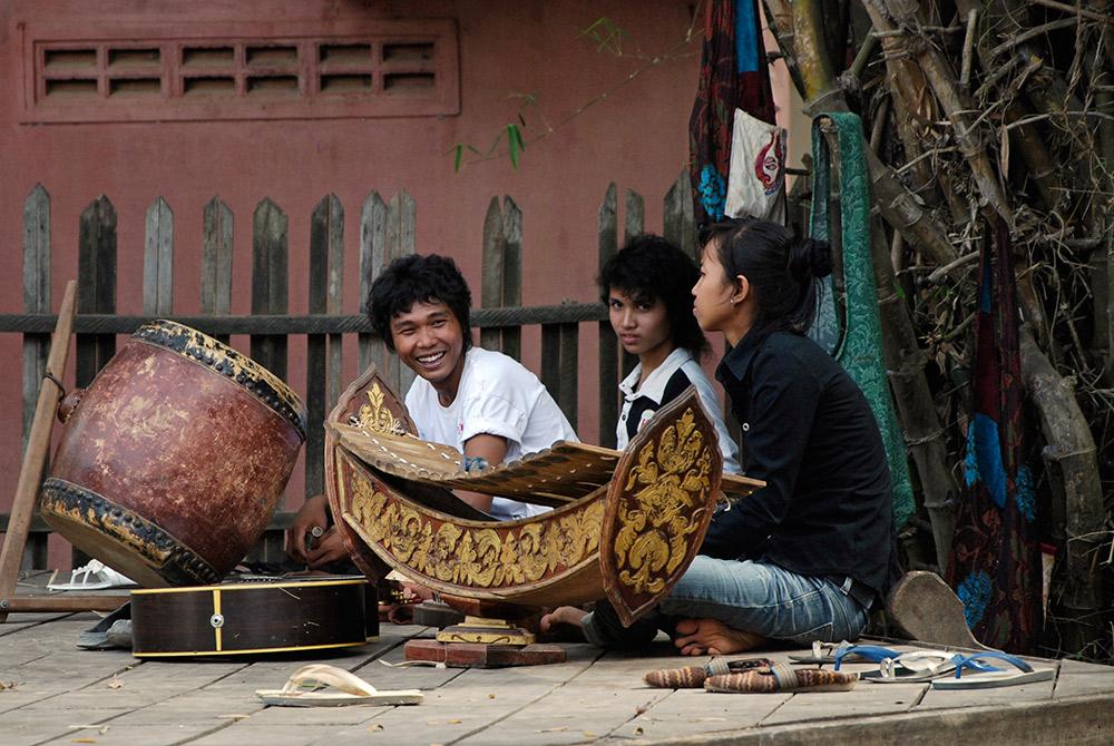 Musicians at the Phare Ponleu Selpak centre. Photo courtesy Fotofreund.