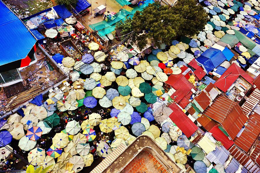 Colourful Phnom Penh. Photo courtesy Roberto T.