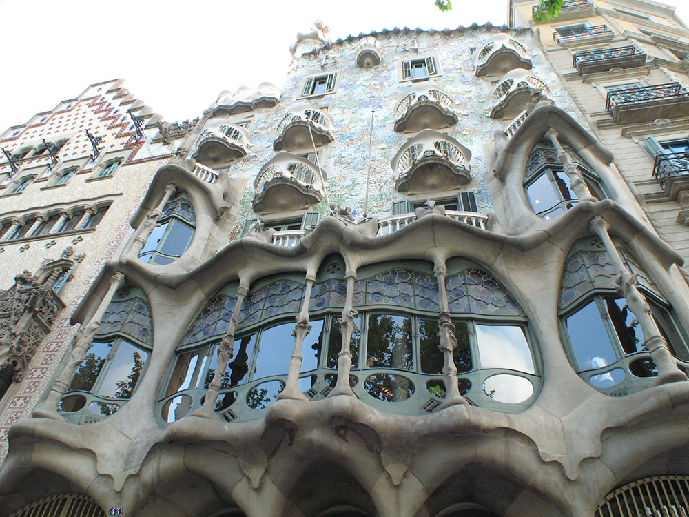 Casa Batlló is believed to be inspired by the anatomy of a dragon.