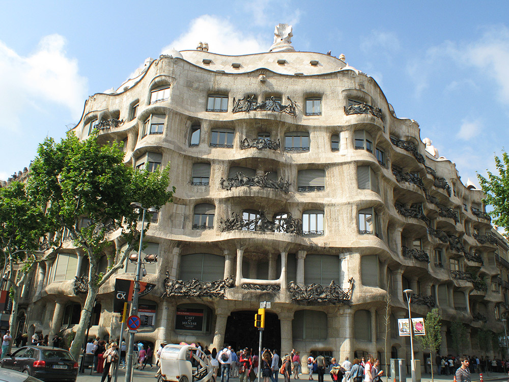 The facade of Casa Mila almost seems to undulate.