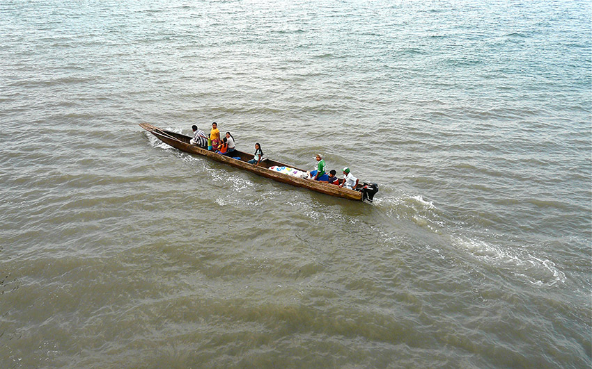 "A commuter Piragua boat makes its way from ""a"" to ""b"". Photo courtesy Rita W."