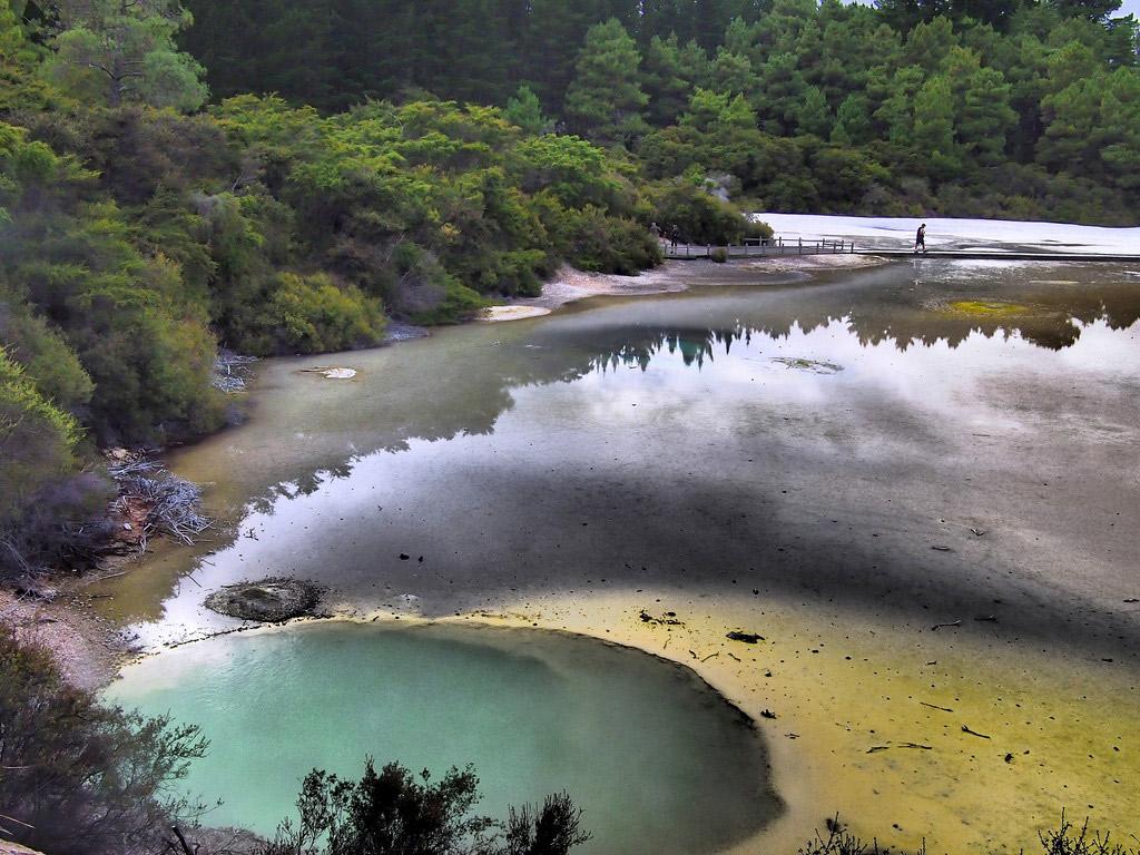 The Artist's Palette geothermal pool.