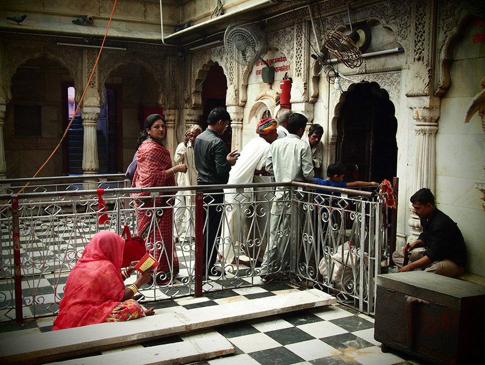 Pilgrims entering the temple.