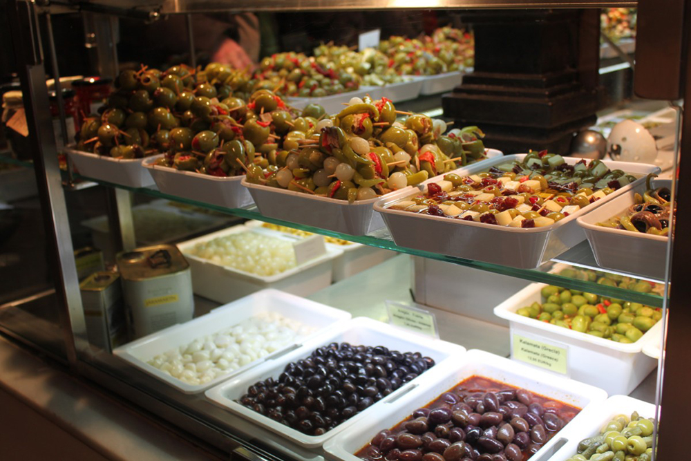 With so much food on offer at the Mercado de San Miguel, it can be tough to pick the best bites. Photo courtesy of Luis Eduardo T.