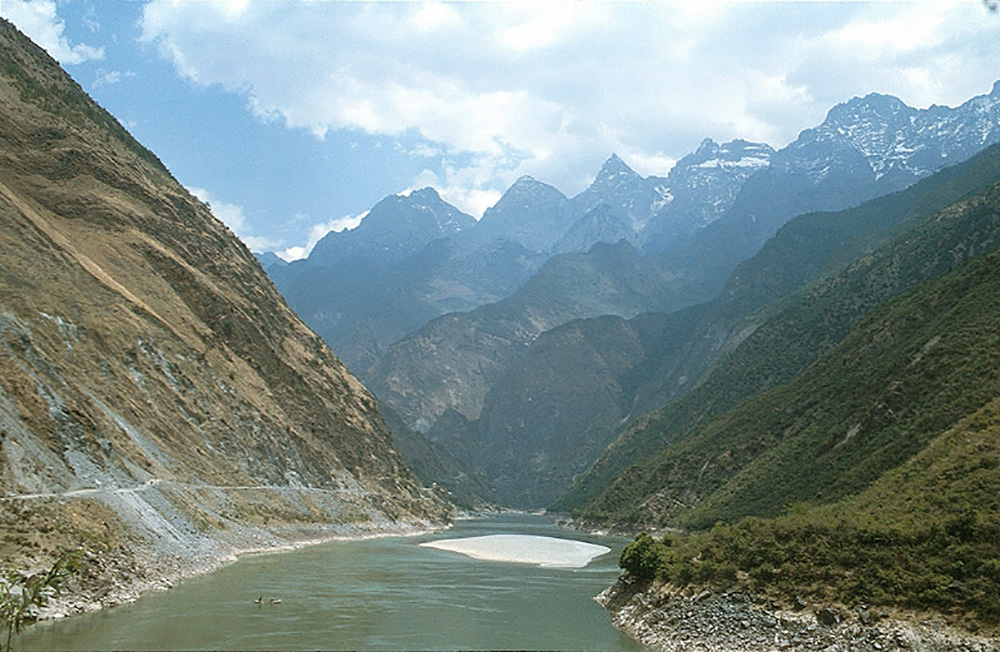 Tiger Leaping Gorge is a UNESCO Heritage Site. Photo courtesy of GothPhil.