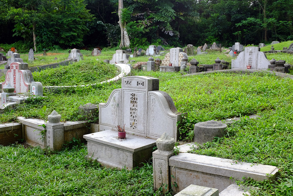 Tombstones at the Bukit Brown cemetery. Photo courtesy of Jnzl.