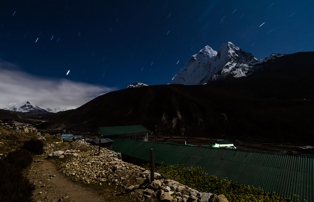 Make night photos attainable by following these tips.