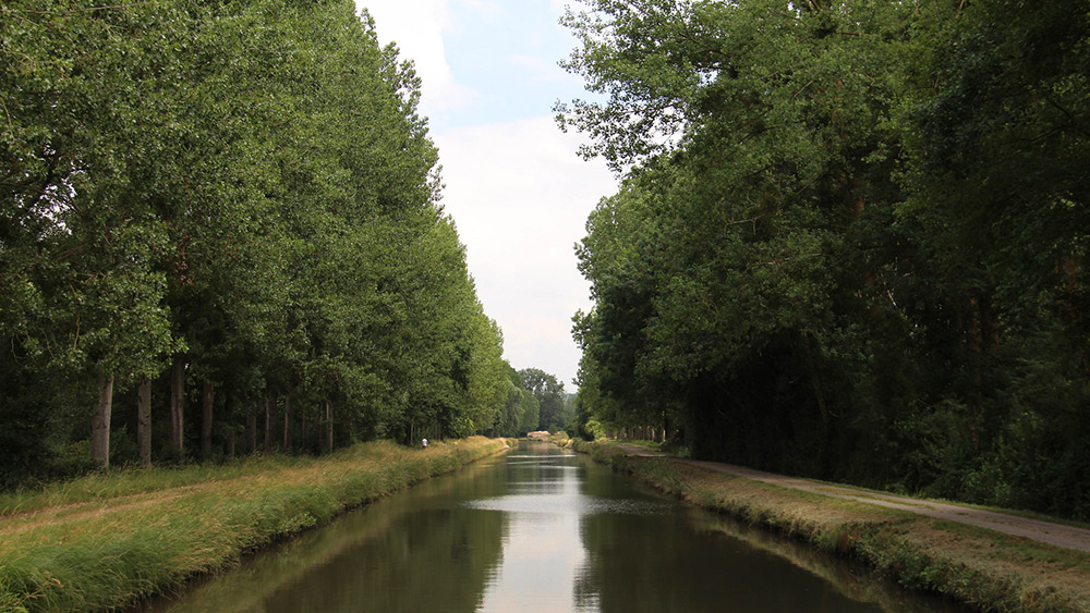 With more than 1,000 kilometres of waterways, Burgundy has the largest network in the country. Photo courtesy Maureen B.