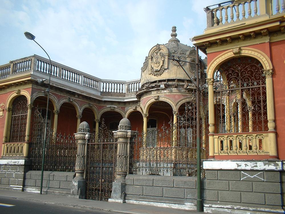 One of Barranco's colourful old villas. Photo courtesy of youflavio.