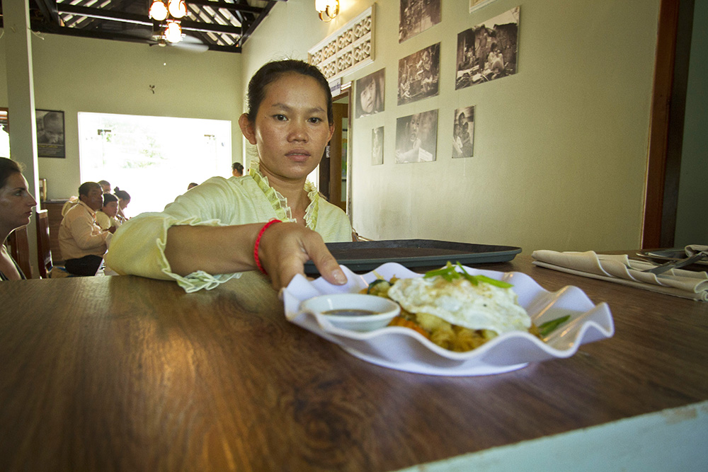 A worker at Planeterra's New Hope Cambodia initiative.